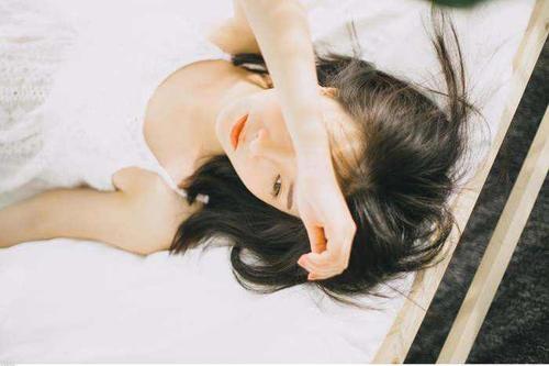 Yi Fen Yi Cun 一分一寸 Sense of Propriety Lyrics 歌詞 With Pinyin By Lin Zhen Ya 林臻娅