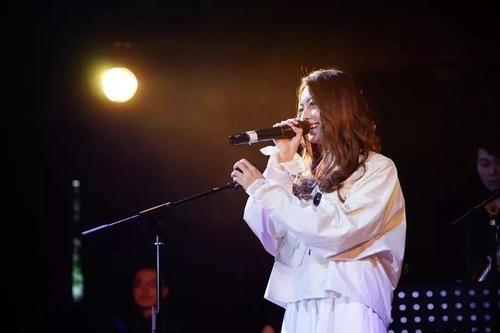 Yi Qian Zhong Jie Kou 一千种借口 A Thousand Excuses Lyrics 歌詞 With Pinyin By A Xi 阿细