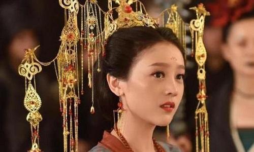 San Qi Gu Naing 三七姑娘 Miss Sanqi Lyrics 歌詞 With Pinyin By Wang Rong Yao 王荣耀