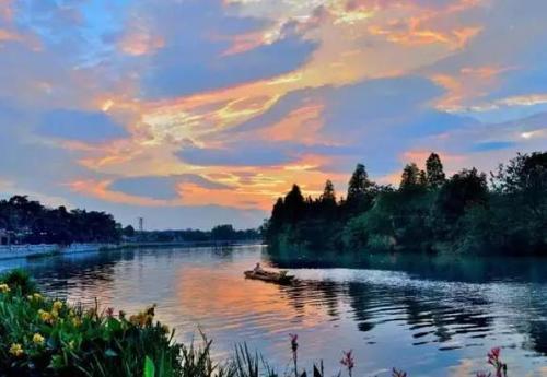 Gu Luo He Bian 古洛河边 Guluo River Lyrics 歌詞 With Pinyin By Qing Bu Gu 情不古、Yue Gan Yin Yue 乐感音乐