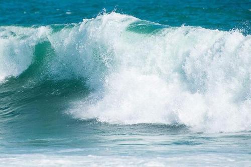 Hou Lang Tui Qian Lang 后浪推前浪 The Waves Behind Push The Waves Ahead Lyrics 歌詞 With Pinyin By Yu Zhong Bai He 雨中百合
