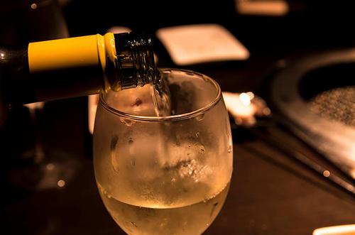 He Le Zhe Bei Hui Zui De Jiu 喝了这杯会醉的酒 Drink This Glass Of Wine That Will Make You Drunk Lyrics 歌詞 With Pinyin By Wang Yun 王韵