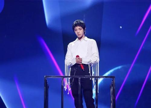 Ye De Di Qi Zhang+SkyFall 夜的第七章 Twilight's Chapter Seven+SkyFall Lyrics 歌詞 With Pinyin By Hua Chen Yu 华晨宇 Hua Chenyu