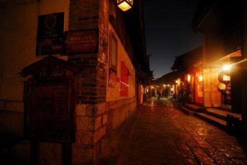 Ye Lan Shan 夜阑珊 Late At Night Lyrics 歌詞 With Pinyin By Ban Dun Xiong Di 半吨兄弟
