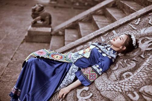 You Yi Zhong Shen Qing Fu Shui Nan Shou 有一种深情覆水难收 There Is A Kind Of Deep Feeling Hard To Stop Lyrics 歌詞 With Pinyin By Xiao Yi 晓依