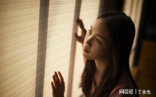 Ai Shi Yi Lv Ji Mo De Chou 爱是一缕寂寞的愁 Love Is A Lonely Sorrow Lyrics 歌詞 With Pinyin By Mo Jiao Jie Jie 莫叫姐姐