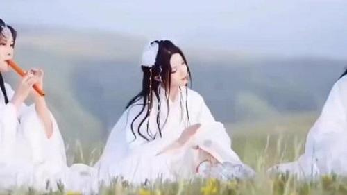 Liang Chen Yu Mei Jing 良辰遇美景 A Beautiful Day Lyrics 歌詞 With Pinyin By Hua Tong 花僮