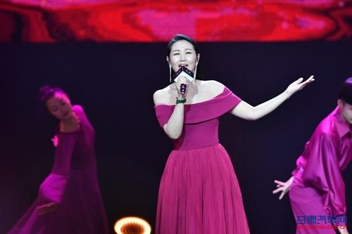 Rang Hong Qi Piao 让红旗飘 Let The Red Flag Fly Lyrics 歌詞 With Pinyin By Sun Lu 孙露 Sun Lu