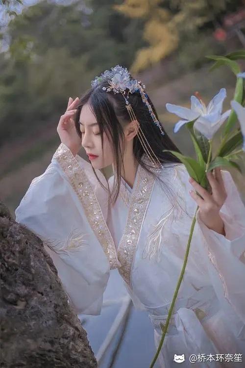 Shei Jia Xiao Jie 谁家小姐 Who's The Lady Lyrics 歌詞 With Pinyin By Xu Meng Yuan 徐梦圆 Xu Mengyuan 、Feng Ming Jiong Jun 封茗囧菌 Mandy Sa
