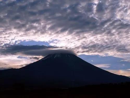 Fu Shi Shan De Yan Lei 富士山的眼泪 Tears Of Mount Fuji Lyrics 歌詞 With Pinyin By Lin Shan Er 林姗儿