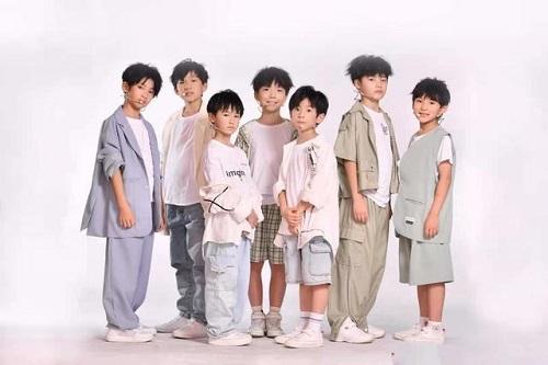 Xiao Xiao Hai 小小孩 Little Child Lyrics 歌詞 With Pinyin By Shi Dai Shao Nian Tuan 时代少年团 TNT