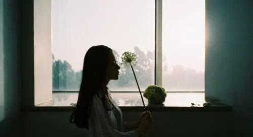 Huai Nian Ceng Jian Nian Shao De Wo 怀念曾经年少的我 Miss The Once Young Me Lyrics 歌詞 With Pinyin By Hai Lun 海伦
